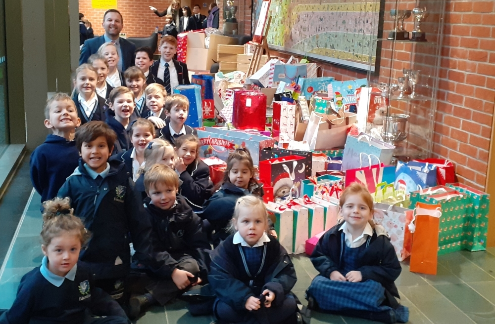 Feltonfleet pupils and Deputy Head, Mr Carradine, with gifts donated by Feltonfleet parents for Oasis charity (web)